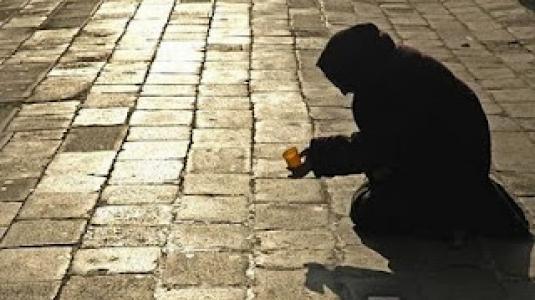 26.9.2014_Σοκάρει η έκθεση της Βουλής για την φτώχεια