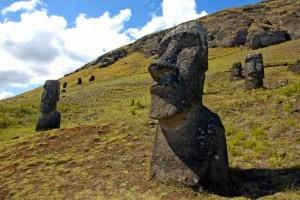 17.10.2014_Αποκαλύφθηκαν τα μυστηριώδη γλυπτά στο Νησί του Πάσχα