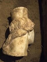 21.10.2014_Αμφίπολη εντοπίστηκε και αποκαλύφθηκε το μαρμάρινο κεφάλι Σφίγγας_3