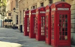 3.10.2014_Οι κόκκινοι τηλεφωνικοί θάλαμοι του Λονδίνου γίνονται ενεργειακά «πράσινοι»