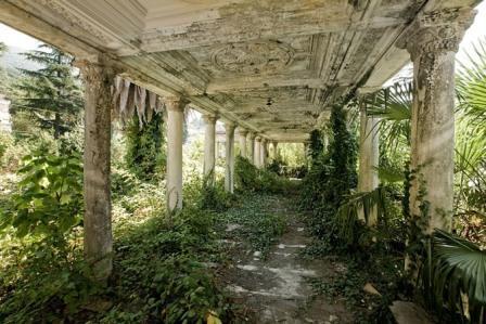 Εγκαταλελειμένος σιδηροδρομικός σταθμός στην Αμπχαζία της Γεωργίας