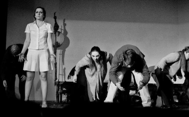 27.3.2015_Καθήλωσε το κοινό το Θηβαϊκό Πειραματικό Θέατρο_2