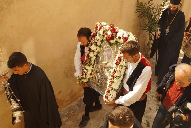 21.4.2015_Με βυζαντινή μεγαλοπρέπεια εορτάστηκε η Παναγία Χρυσαφίτισσα στη Μονεμβασία_11