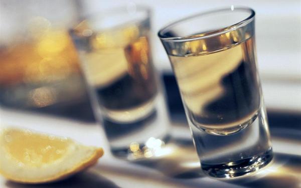 6.4.2015_ΕΛΜΕ ΛΑΚΩΝΙΑΣ - Απαράδεκτη η προσφορά αλκοολούχων ποτών σε ανήλικους μαθητές