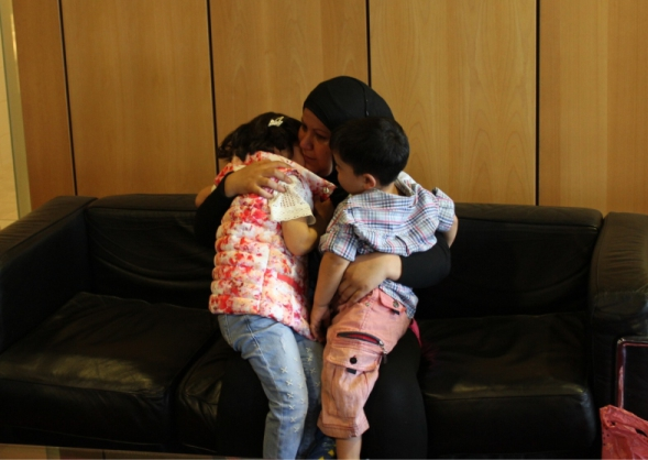 6.5.2015_Από την αγκαλιά του Χαμόγελου στην αγκαλιά της μητέρας