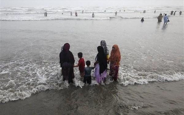 23.6.2015_Ο φονικός καύσωνας «μετανάστευσε» από την Ινδία στο Πακιστάν
