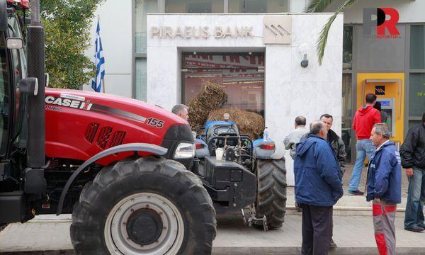 18.2.2016_Αγρότες έφραξαν την τράπεζα Πειραιώς στη Σκάλα Λακωνίας