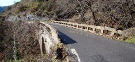 Αποκαθίσταται η λίθινη γέφυρα στα Λαγκάδια