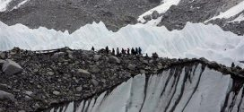 Τέσσερις τόνοι σκουπιδιών μαζεύτηκαν στο όρος Έβερεστ
