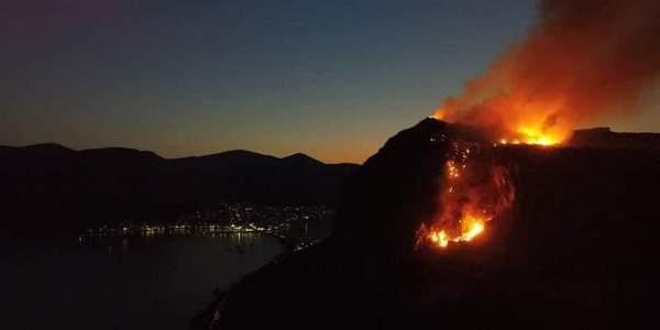 Φωτιά στην Άνω Πόλη στο Κάστρο Μονεμβασίας (VIDEO)