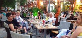 Ο Σύλλογος Κυριών και Δεσποινίδων γέμισε την πλατεία των Μολάων