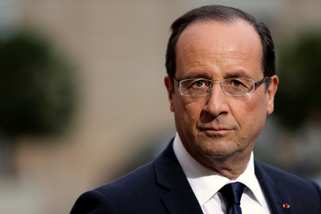 French President Francois Hollande attends a news conference with Croatian President Ivo Josipovic at the Elysee Palace in Paris October 9, 2012. REUTERS/Philippe Wojazer (FRANCE - Tags: POLITICS)