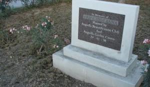 23.8.2014_Θλίψη και οργή! Σε πλήρη εγκατάλειψη ο τάφος της Νταϊάνα