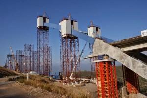 28.8.2014_Στο τέλος του χρόνου ολοκληρώνεται η τοξωτή γέφυρα Τσακώνας_1