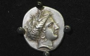 5.8.2014_Πέντε αρχαία νομίσματα επιστράφηκαν στην Ελλάδα