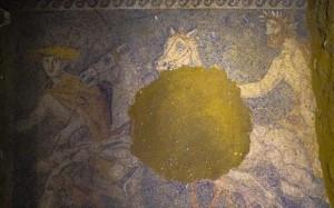 12.10.2014_Αμφίπολη εντυπωσιακό ψηφιδωτό αποκαλύφθηκε στο μνημείο του λόφου Καστά