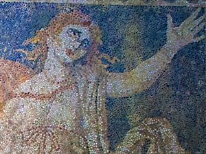 19.10.2014_National Geographic ο τάφος της Αμφίπολης ανήκει σε γυναίκα