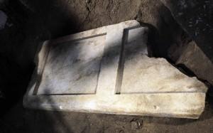31.10.2014_Αμφίπολη Ύπαρξη δαπέδου σφράγισης στον τέταρτο χώρο
