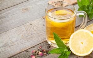 2.11.2014_Γιατί πρέπει να πίνουμε ζεστό νερό με λεμόνι το πρωί;