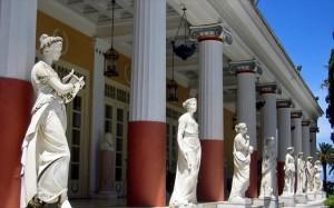 4.11.2014_Μνημεία χαρακτηρίστηκαν αρχειακό υλικό και γλυπτά στο Αχίλλειο