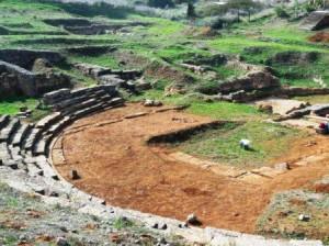 8.11.2014_Προχωρούν οι ανασκαφικές εργασίες στο αρχαίο θέατρο Καβιρείου στη Θήβα