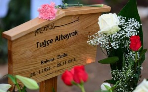4.12.2014_Γερμανία φόρος τιμής σε νεαρή Γερμανοτουρκάλα