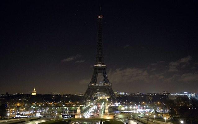9.1.2015_Έσβησε ο Πύργος του Άιφελ - Σκοτείνιασε το Παρίσι
