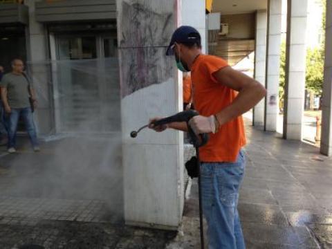 11.2.2015_Ο Δήμος Αθηναίων καθάρισε τη Νομική Σχολή και μάζεψε 4.5 τόνους σκουπίδια