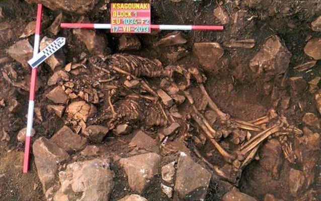 12.2.2015_Σπανιότατη ταφή μεταξύ των ευρημάτων της ανασκαφής στο Διρό