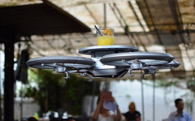 28.2.2015_Σερβιτόροι τρέμετε έρχονται τα drones