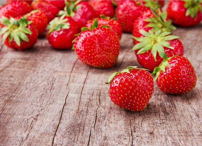 1.4.2015_Τι να βάλω στο καλάθι του Απριλίου; Φράουλες