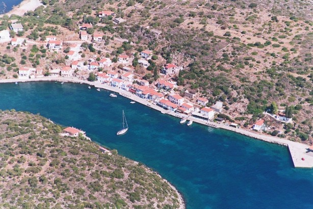 Το Λιμάνι Ιέρακα