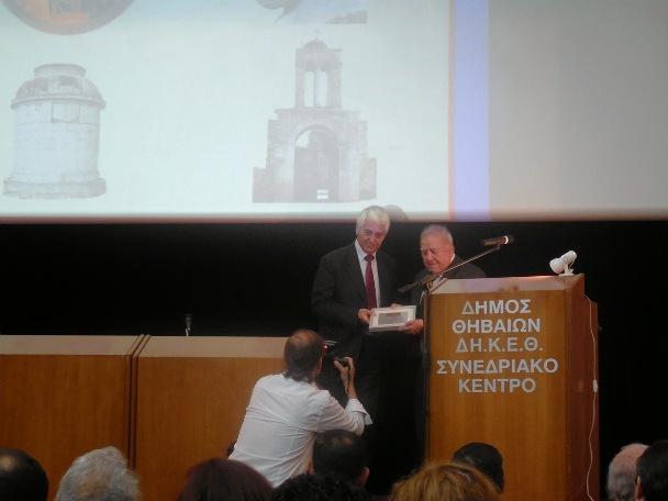 Η βράβευση του κ. Νικόλαου Κόλλια από τον Δήμαρχο Θηβαίων κ. Σπυρίδων Νικολάου.