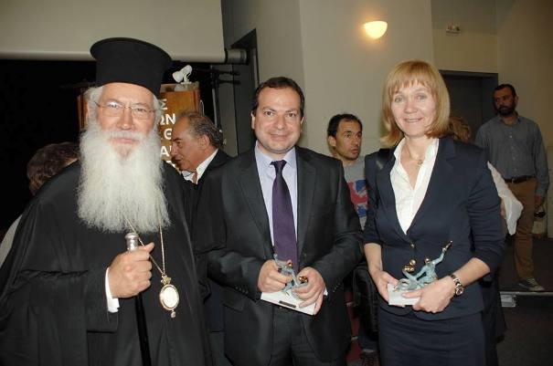 Ο Σεβασμιώτατος Μητροπολίτης Θηβών και Λεβαδείας κ.κ. Γεώργιος με την κυρία Αλεξάνδρα Χαραμή και τον κ. Ιωάννη Φάπα.