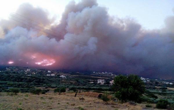 17.7.2015_Σε εξέλιξη η πυρκαγιά στη Νεάπολη Λακωνίας
