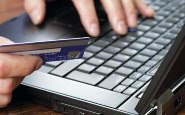 9.10.2015_Εξαπατούσαν επιχειρηματίες και καταστηματάρχες με προπληρωμένες κάρτες