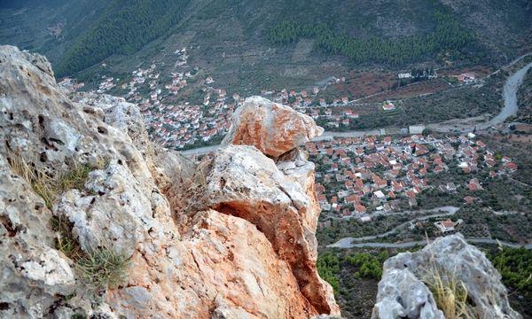 12.11.2015_Επικίνδυνη αποκόλληση βράχου στο Λεωνίδιο