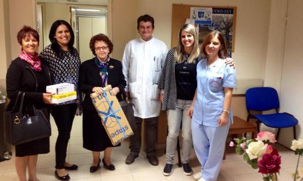 3.11.2015_Το ΚΑΠΗ Μολάων προσέφερε υλικά για τη Μονάδα Τεχνητού Νεφρού του Νοσοκομείου Μολάων