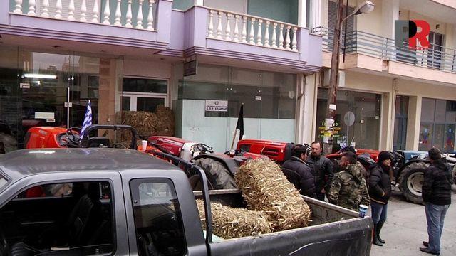 10.2.2016_Αγρότες απέκλεισαν σήμερα την Εφορία Σπάρτης