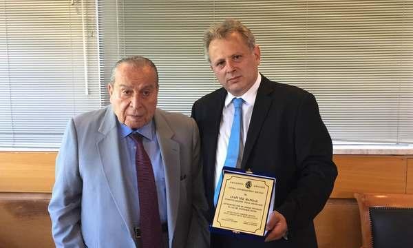 22.7.2016_Από την Ακαδημία Αθηνών βραβεύτηκε ο Διευθυντής του ΚΥ Αρεόπολης Ανάργυρος Μαριόλης